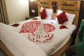 Rose Petals Room Decoration 1000 Unique Valentines Day Decoration Ideas At Home Quotemykaam