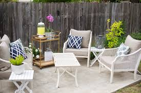 domestic fashionista backyard patio dinner party