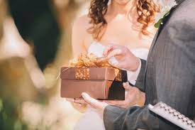 Wedding Gift Edicate Wedding Etiquette Mistakes You Didn U0027t Know You Were Making Huffpost