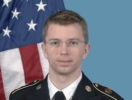 Triste anniversaire en ce samedi 23 février pour Bradley Manning. Il « fêtera » son 1 000 jour de détention sans procès sur la base militaire américaine de ... - 130223-Bradley_Manning_US_Army-e1361641368131