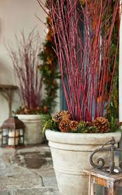 Decorate Outside Urn Christmas by Best 25 Traditional Outdoor Holiday Decorations Ideas On