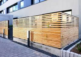 balkon sichtschutz balkon im erdgeschoss mit sicheren soliden sichtschutzzaun