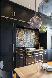 fourneau de cuisine cuisine meubles noirs hauts avec échelle coulissante fourneau la