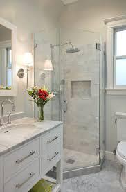 Bathroom Idea Pinterest by Best 25 Small Master Bathroom Ideas Ideas On Pinterest Small