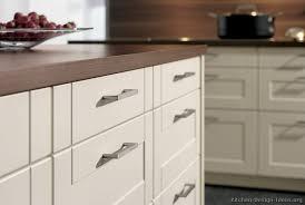 Modern Kitchen Cabinets Handles Modern Kitchen Cabinet Handles Kitchen Design Modern Kitchen