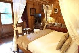 chambre cabane dans les arbres une cabane dans les arbres pour une vie de château côté maison