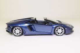 Lamborghini Aventador Lp700 4 Roadster - maisto 1 24 lamborghini aventador lp700 4 roadster met blue