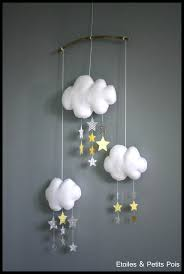 decoration nuage chambre bébé chambre bébé et décoration en moutarde jaune et gris etoiles et