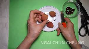 lychee fruit peeled peel and eat a lychee fruit cantonese hong kong chinese youtube