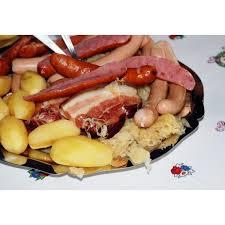cuisiner choucroute cuite recette pratique de la choucroute garnie alsacienne maison