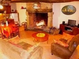 location salle avec cuisine gite mont michel avel breizh gite avec cheminée près du mont