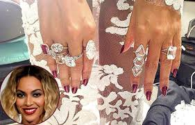 lorraine schwartz engagement ring beyoncé rocks the grammys with seven statement cocktail rings