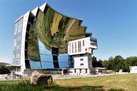 17 bizarre buildings from around the world flying the nest