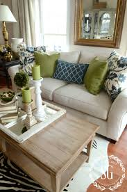 Pillow Back Sofas by Best 25 Couch Pillow Arrangement Ideas Only On Pinterest