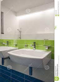 travertin salle de bain maison de travertin salle de bains moderne photos stock image