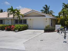 bright breezy canal front duplex home homeaway key colony beach quiet half duplex ranch house lots of parking and space for 19 ft boat