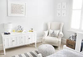 chaise pour chambre bébé fauteuil chambre bébé allaitement perso nursery