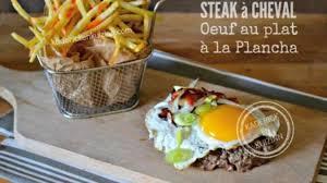 comment cuisiner un steak de cheval plancha de steak à cheval et cuisson de l œuf au plat à la plancha