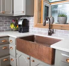 cuivre cuisine le cuivre élément décoratif intemporel des belles cuisines