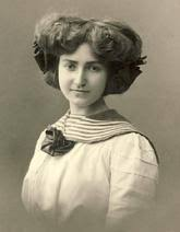 hairstyles in the the 1900s in the early 1900 s hairstyle began to get larger and they