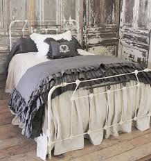 Cottage Bedroom Furniture by Best 25 Antique Iron Beds Ideas On Pinterest Antique Iron Iron