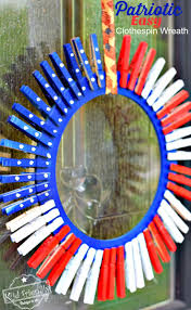 make a simple and beutiful patriotic clothespin wreath