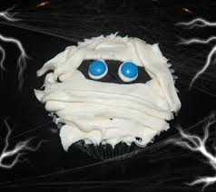 halloween cupcake ideas mummy cupcakes easy halloween food ideas
