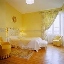 chambre a coucher b chambre a coucher jaune et blanc moderne avec le b ti photo