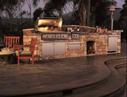 outdoor küche mit grill stein konstruktion holz lifestyle