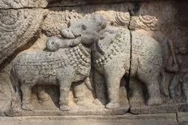 file bull and elephant statue at thanjavur airavatesvara temple