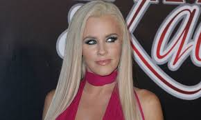 does jenny mccarthy have hair extensions jenny mccarthy ditches long hair extensions for stylish new bob
