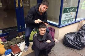 barber who used to be drug and alcohol addict gives out free