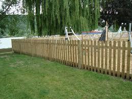 jardin cloture clôture en bois pour jardin clôture bois techni contact