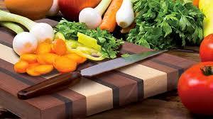 planche à découper cuisine planche à découper la beauté du bois rénovation bricolage