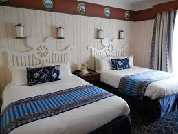 chambre standard hotel york disney espace lavabo et penderie séparé de la chambre par un rideau