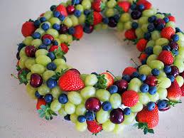how to make an edible fruit wreath brunch