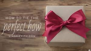 tying gift bows how to tie the bow