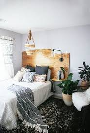 Uni Bedroom Decorating Ideas Headboard And White Wall Bedroom Pinterest Walls Bedrooms