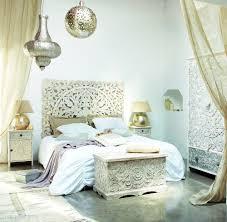 chambre inspiration indienne coffre indien sculpté en manguier massif blanc effet vieilli l 79
