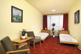 Single Hotel Bedroom Design Hotels Resorts Simple Modern Creamy Hotel Room Design Filled With