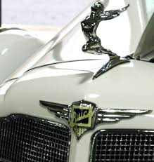 what happened on thanksgiving day the art of hood ornaments what happened to style hollow