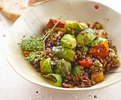 cuisiner chou de bruxelles plat équilibré lentilles aux choux de bruxelles et aux tomates