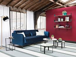 canap bleu roi 10 canapés en velours pour un salon cocooning