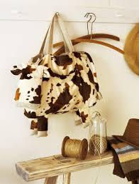 pouf en peau de vache un sac en fausse peau de vache marie claire