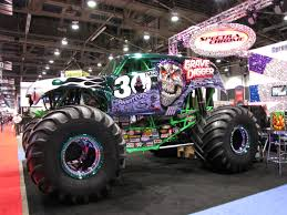 videos de monster truck 4x4 grave digger monster truck wallpaper wallpapersafari