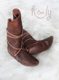 womens moccasin boots size 11 best 25 mens moccasin boots ideas on leather