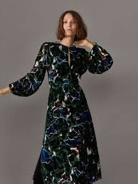 Seeking 1 Sezon 8 Bã Lã M Fall Winter 2017 S Velvet Printed Dress At Massimo Dutti For