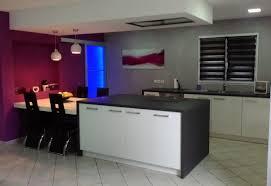 cuisine mur framboise cuisine choisir les couleurs de sa cuisine cuisine noir idee