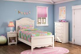 Painting Wood Floors Ideas Bedroom Teen Bedroom Ideas With Beige And Rustic Laminate