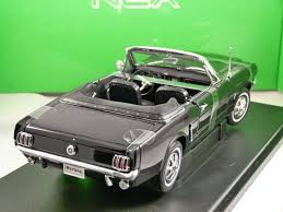 1964 ford mustang 1 18 scale model by welly